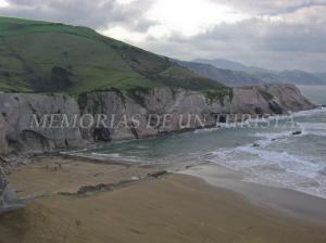 Acantilados en la Playa de Itzurun
