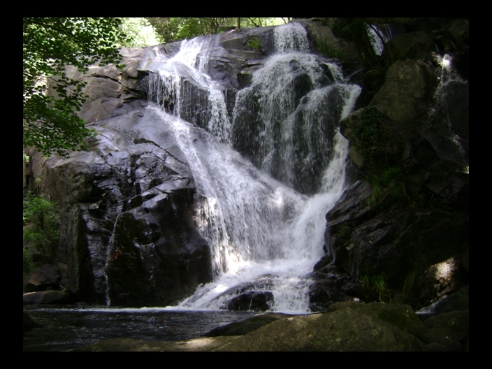 Navaconcejo ruta de las cascadas nogaledas memorias de for Cascada par