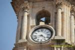 Reloj en el Santuario de la Peregrina