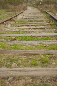 Vía de tren abandonada