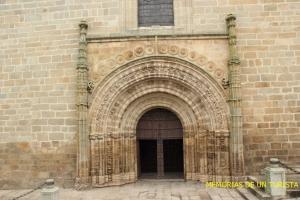 Entrada principal de la iglesia