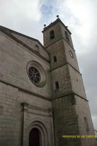 Entrada y torre de la iglesia