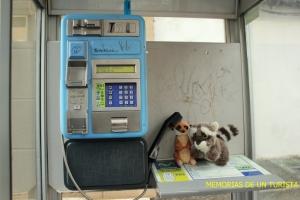 Mery y Pepe llamando por teléfono