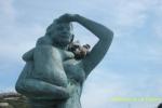 En el monumento A Espera