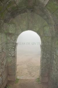Arco de piedra en el castillo