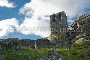 Torre-Campanario cercano al castillo