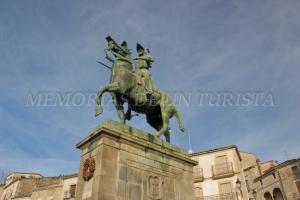 Estatua conmemorativa a Francisco Pizarro