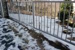 Entrada a casa nevada