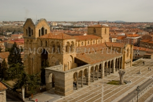 Basílica de San Vicente desde la muralla