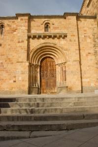 Entrada a la iglesia