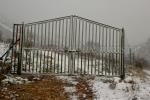 Puerta con nieve