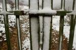 Cerrojo cubierto de nieve