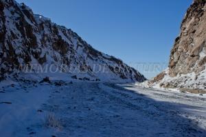 Curva llena de nieve
