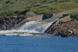Canal de agua en Sierra Brava