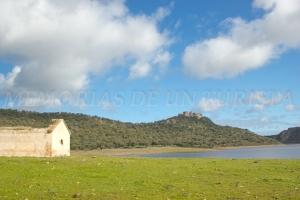 Castillo de Azagala desde pantano