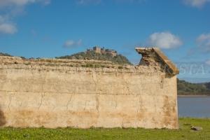 Castillo de Azagla y casa en ruinas