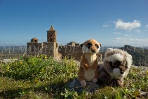 Mery y Pepe en el castillo de Azagala