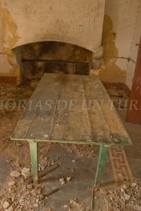 Mesa y chimenea