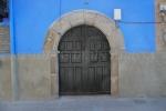 Puerta de la Casa de las Muñecas, en Garganta la Olla (Cáceres)