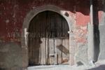 Puerta de la Casa de las Mozas de Fortuna, en Garganta la Olla (Cáceres)