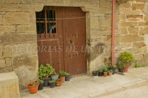 Puerta de casa en Villardeciervos