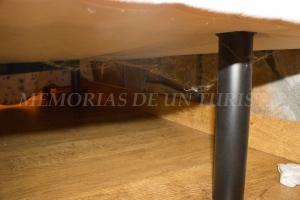 Telas de araña debajo de la cama
