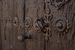 Detalles de la puerta de la iglesia