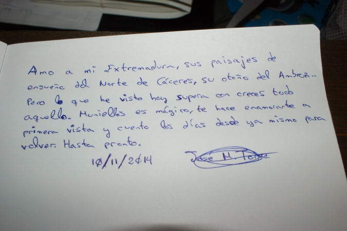 Firma en el libro de visitas