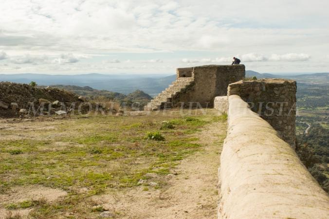 Alguien meditando en el castillo