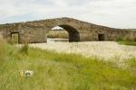 Mery y Pepe en el Puente Romano de Santiago de Bencáliz (Cáceres)