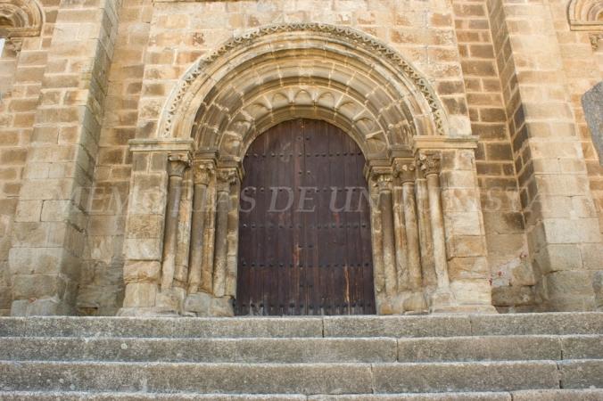 Puerta de entrada a la iglesia