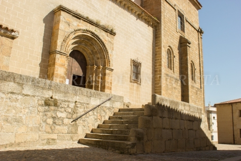 Puerta de entrada a la Iglesia de San Pedro de Alcántara