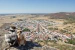 Mery y Pepe desde la torre del Castillo de Miraflores, Alconchel (Badajoz)