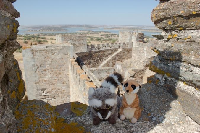 Mery y Pepe desde la muralla del castillo