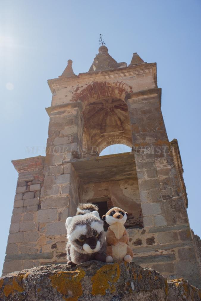 Mery y Pepe en el campanario de una torre